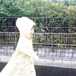 突然の雨。傘もなく、0歳の息子を抱えた私の前に現れたのは、まさかの・・・。